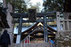 三峯神社本殿入口