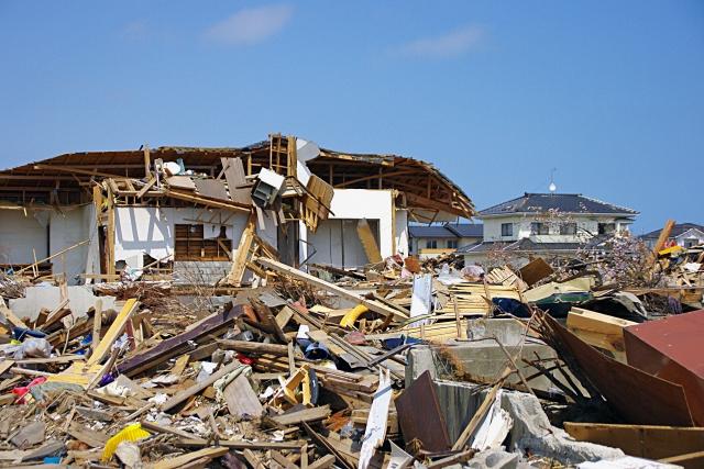 地震による家屋倒壊