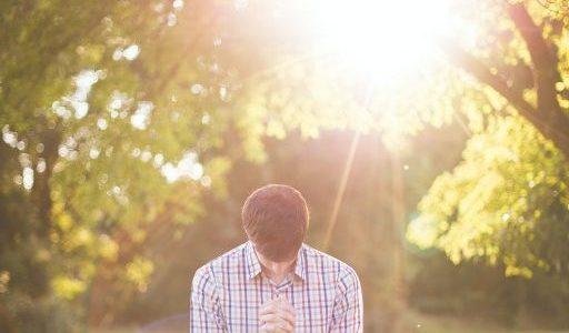 徳の高い背後霊・守護霊・指導霊を引き寄せて、運気・運勢・成長を高めるスピリチュアルな方法。でもイケてない低級霊や地縛霊にはご注意。