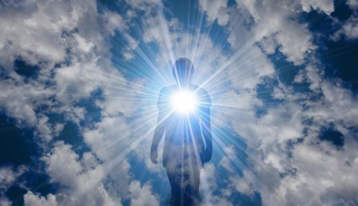 スピリチュアルヒーリングとは何か? 宇宙エネルギーで癒し、リラックス、運勢の改善、自然治癒力の活性化を促すレイキ療法の真の目的は、心の豊かさを深めていくこと。